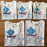 Rodinná sada originálnych maľovaných dovolenkových tričiek na zladenie sa