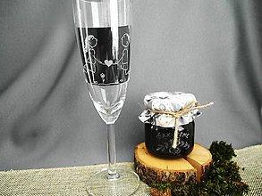 Nádoby - Gravírovaný svadobný pohár, postavičky so srdiečkom - 9308710_