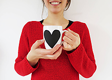 Nádoby - Šálka s tabuľovým motívom v tvare srdca - 9312124_