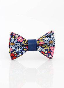 Šatky - Pestrofarebný kvetinový motýlik s koženým remienkom - 9311680_