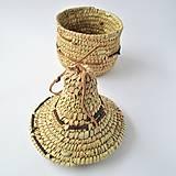 Pletený košík zdobený kožou s vekom