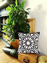 Úžitkový textil - MANDALA ručne maľovaný harmonizačný vankúš - 9316365_
