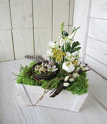 Dekorácie - Jarná dekorácia s hniezdom - 9317180_