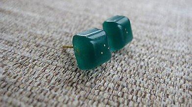 Náušnice - Živicové kocky - napichovačky (Tmavo zelené č. 1897) - 9316241_