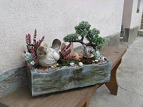 Dekorácie - Dekorácia s vtáčikom v drevenej bedničke - 9319393_