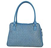 Ručne vyšívaná kabelka z pravej kože v modrej farbe - šedé vyšívanie