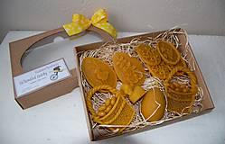 Dekorácie - Veľkonočné ozdoby z včelieho vosku v darčekovej krabici - 9321735_