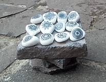 Bieločierne kamienky - Na kameni maľované
