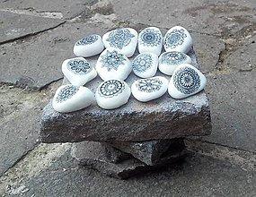 Dekorácie - Bieločierne kamienky - Na kameni maľované - 9324028_