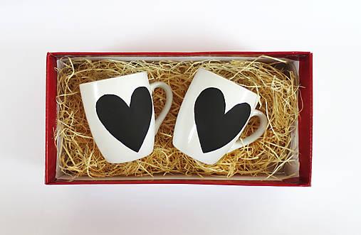 Tabuľové šálky pre zaľúbencov
