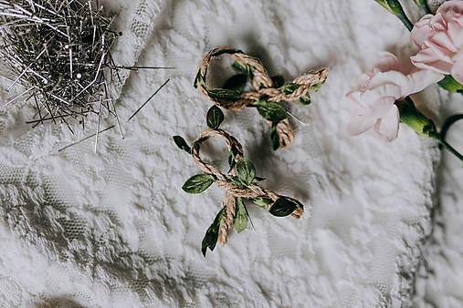 Svadobné pierka jutové so zeleným lístkom (Pierko z jutového špagátika so zeleným)