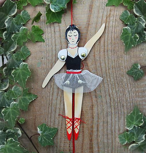 Pohyblivá hračka - Baletka (Červená)