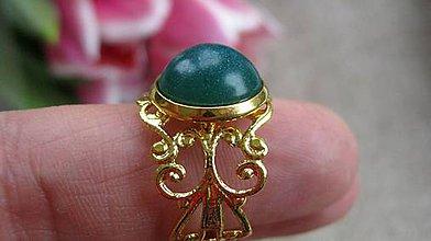 Prstene - Filigránový prsteň (so zeleným väčším očkom č. 1918) - 9326205_