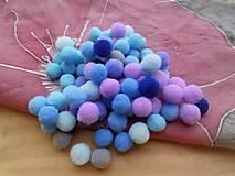 - Drobné chlpaté guličky 8 mm (Mix modrý) - 9326334_