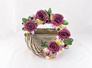 Dekorácie - Kvetinový venček - 9325770_