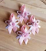 svadobné pierka ružové s ružičkou