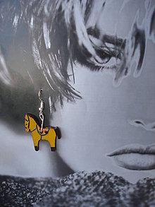 Náušnice - Náušničky žltý koník - 9334387_