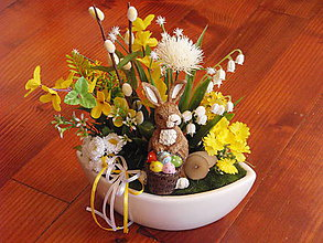 Dekorácie - Veľkonočná dekorácia so zajacom s košíkom - 9335120_