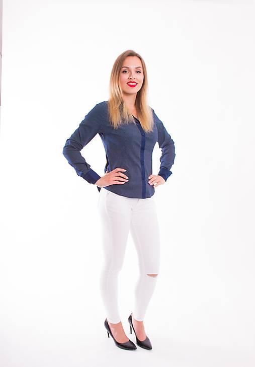 ffd27c2a63af Tmavo modrá bodkovaná dámska košeľa Slim-Fit VS-DK1606   Modneveci ...