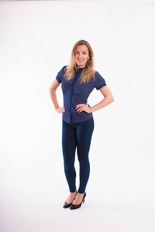 5376a2cc6a90 Tmavo-modrá dámska košeľa Slim Fit VS-DK1718   Modneveci - SAShE.sk ...