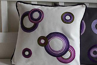 Úžitkový textil - Vankúš vyšívaný - 9339877_