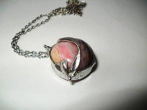 Náhrdelníky - Srdce so stuhou - andský ružový opál - 9343296_