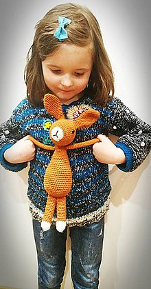 Detské oblečenie - Dievčenský svetrík s výšivkou - 9344042_