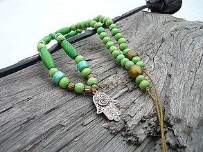 Náhrdelníky - Náhrdelník Zelený ethno, ruka hamsa - 9342083_