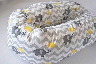 Textil - Tehotenský vankúš / Vankúš na dojčenie sivý chevron so žltým sloníkom - 9342455_