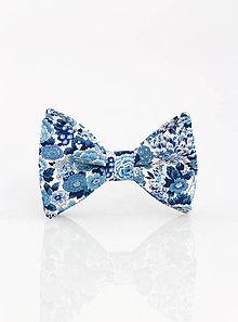 Doplnky - Elegantný pánsky modrý kvetinový motýlik - 9341996_