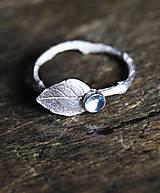 Vetvičkový prsteň s lístočkom