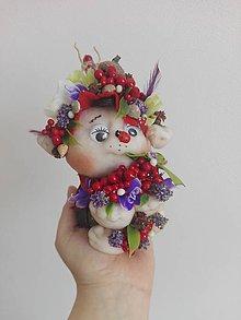 Dekorácie - Škriatok trolko plný kvetov. - 9341839_