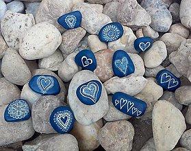 Dekorácie - Modrobiele drobnôstky - Na kameni maľované - 9341582_