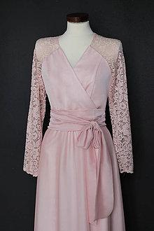 Šaty - Spoločenské šaty s krajkovými dlhými rukávmi zvinovací štýl púdrové ružové - 9342204_