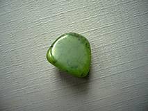 Troml. kámen - jadeit 14 mm, č.23