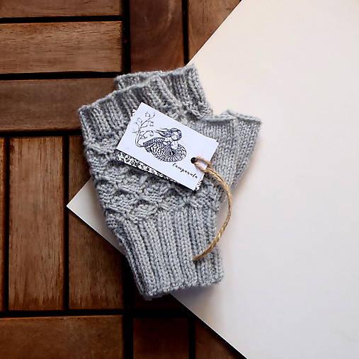 Rukavice - Rukavice sivé s plastickým vzorom - 9347949_