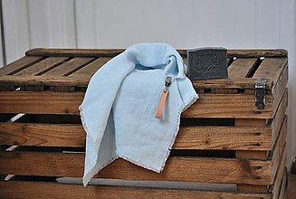 Úžitkový textil - ľanový uterák s odnímateľným koženým pútkom (belasý) - 9347449_