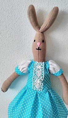 Dekorácie - zajka v šatočkách - 9348977_