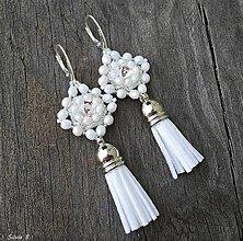 Náušnice - Biele svadobné Swarovski náušnice so strapčekom - 9349738_