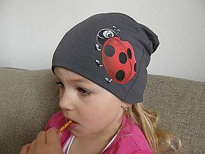 Detské čiapky - Prechodná čiapka s lienkou - šedá - 9350798_