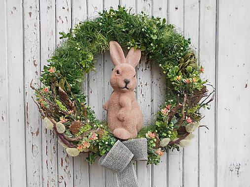 Veľkonočný veniec so zajkom
