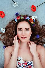 - Pestrofarebný veselý kvetinový venček - 9350051_