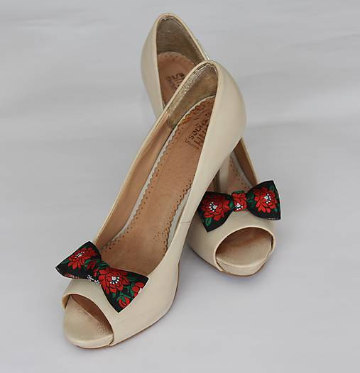 b04fa94f1 Foklórne klipy na topánky II rôzne farby (Čierne) / Myrtille - SAShE ...