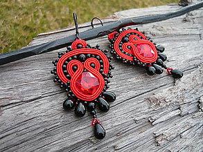 Náušnice - Soutache náušnice Carmen..čierno-červené - 9355411_