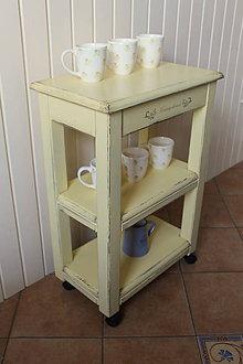 Nábytok - Odkladací stolík na kolieskach - Vaniková patina - 9353446_