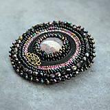 Odznaky/Brošne - Black&violet - vyšívaná brož - 9354250_