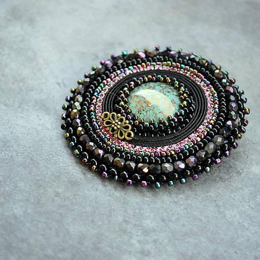 Black&turquoise- vyšívaná brož