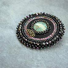 Odznaky/Brošne - Black&turquoise- vyšívaná brož - 9354261_