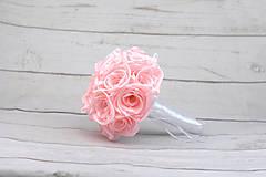 Kytice pre nevestu - Saténová kytica svadobná bledoružová ruže - 9352944_