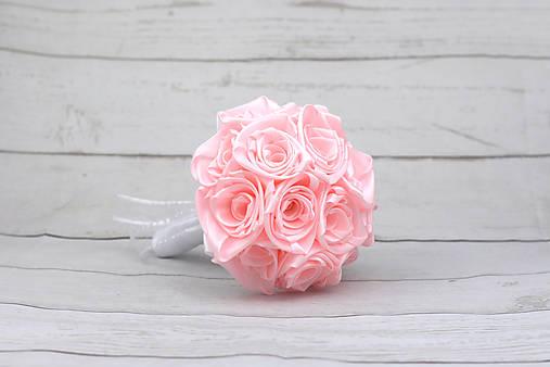 Saténová kytica svadobná bledoružová ruže